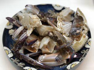 梭子蟹炒年糕,装盘备用