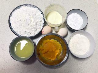 红薯小馒头,准备食材:低筋粉,奶粉,糖粉,玉米淀粉,鸡蛋,玉米油,红薯泥