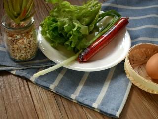 杂粮卷饼,生菜跟香葱洗干净备用