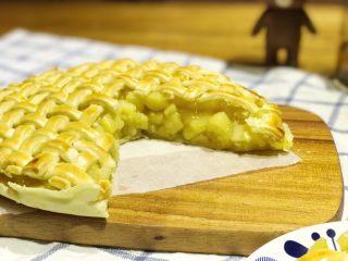 披萨模具也能做的酥皮苹果派,切下一块,可看到里面满满的果肉,超满足