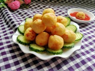 圆土豆  土豆丸子,装盘,配上番茄酱,味道棒棒哒!