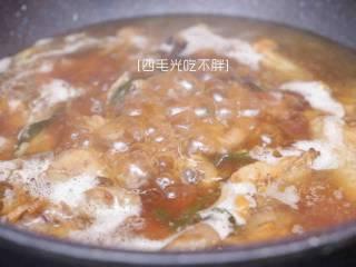板栗鸡, 加入炒制好的板栗,加热水至没过食材;