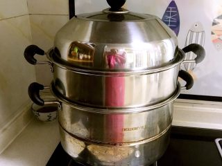 芽菜猪肉馅包子,水开后蒸十分钟,关火后焖4分钟即可