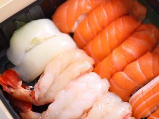 自制手握牡丹虾寿司,装盒喽,搭配日料酱油享用美味吧