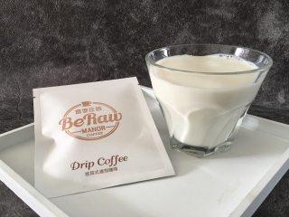 奶萃挂耳咖啡,全脂牛奶或者全脂鲜奶口味将更好,牛奶大约180ML。
