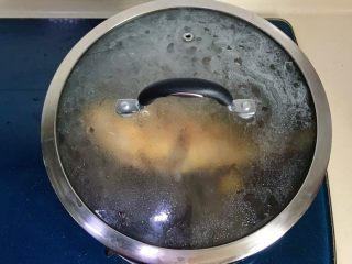 幸福的味道-红烧黄鱼,加盖大火煮
