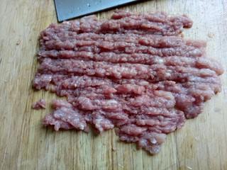 圆土豆+肉末火腿丁土豆泥,瘦肉剁成肉末