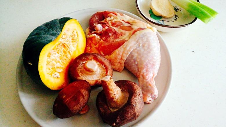 健康蒸菜~南瓜香菇蒸滑鸡,所需食材备齐