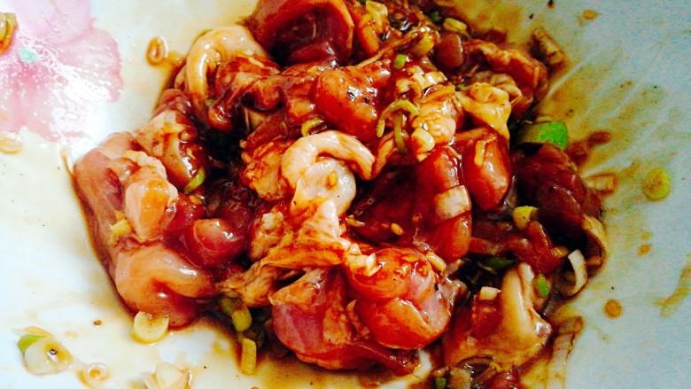 健康蒸菜~南瓜香菇蒸滑鸡,搅拌均匀