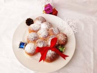 圣诞季之圣诞树面包,糖粉撒上去,像雪花吗?