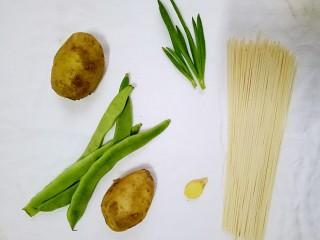 豆角土豆面,原料图