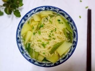 豆角土豆面,天冷了 来上一碗带汤带水的。舒坦……
