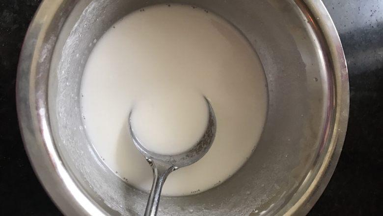 自制肠粉,水加入专用粉调匀