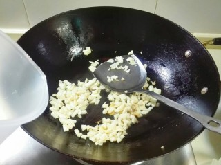 剩米饭的春天~九(韭)心(杏)蛋泡饭,放适量热水