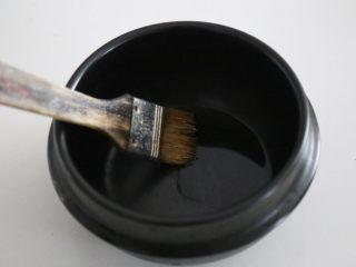 腊肠石锅拌饭,石锅里刷一层香油。