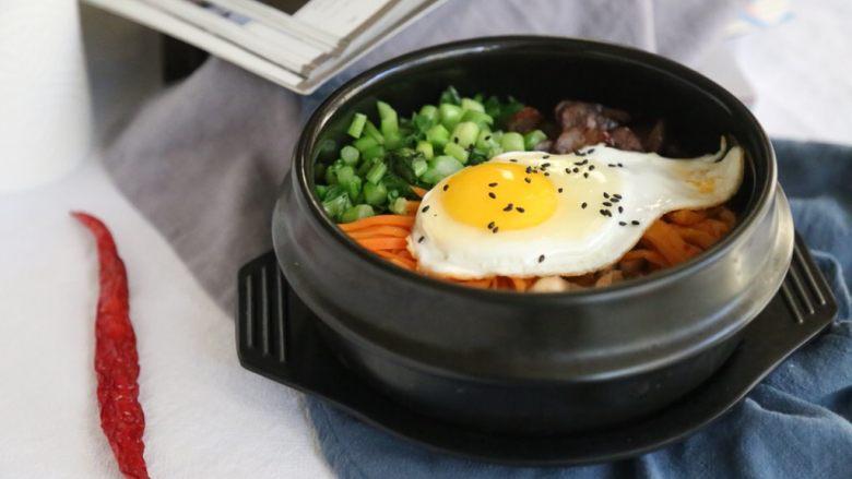 腊肠石锅拌饭