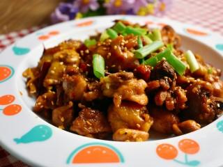 辣炒鸡块,最后的成品图来一张,特别香酥!