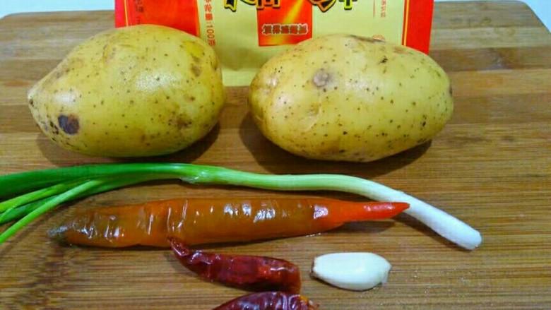 圆土豆+香辣土豆丝,食材如上图