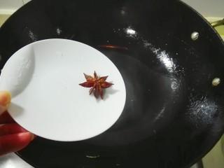 花儿一样的玫瑰腐乳素肠,锅里留余油,放八角