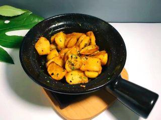 圆土豆+香煎土豆,即可关火开吃