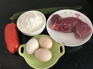 家常小卷饼,大概材料⬆️,鸡蛋我实际用了4个,后面面粉里加了1个,其实材料都可以随自己合适搭配的