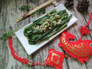 蒜蓉油麦菜,油麦菜还属于绿色蔬菜,膳食纤维含量丰富,经常食用可以促进肠道蠕动,改善肠胃功能,对减肥瘦身很有帮助~
