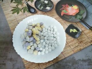 芋圆小火锅,准备适量芋圆和小丸子