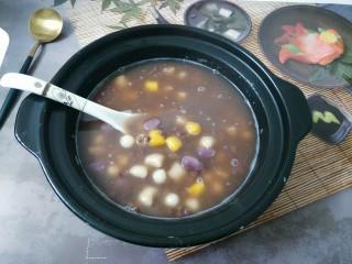芋圆小火锅,芋圆凉了口感非常不好,冬天热乎的才好吃