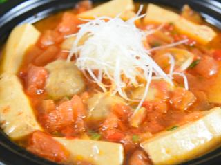 番茄+牛肉丸+豆腐,这绝对是你值得拥有的冬日滋补暖胃秘籍,美味上桌啦~!