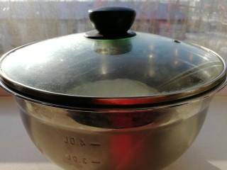 锅里开出两朵花_白莲花馒头,和好的面放在阳光充足的窗台上发酵2个小时左右。(如果阳光不好可以放在暖气旁边)