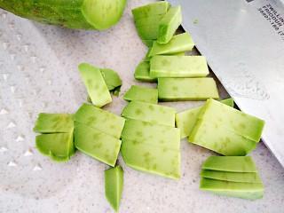 牛油果蛋挞,切成小粒或小丁。