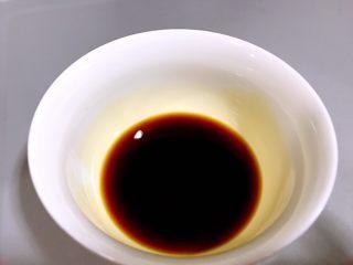 清蒸萝卜,用一个碗分别加入生抽,米醋、盐,糖并根据自己喜好的口感调节味道和用量