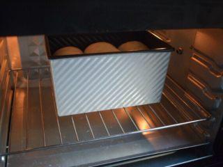 奶香土司,放入烤箱150度中层45分钟烘烤