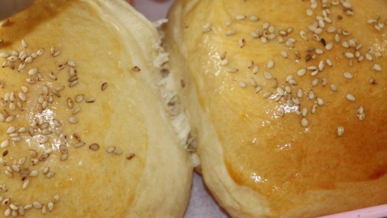 鸡蛋果面包,180度烤25分钟 因烤箱不一,烘烤时间仅供参考。
