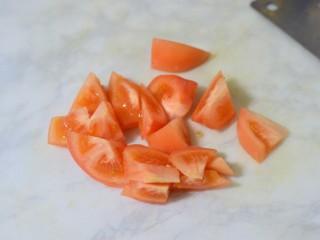 红烧茄子,西红柿切块