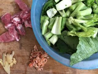 坤博砂锅芥菜煲,准备好材料