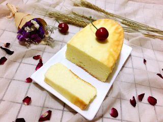 轻乳酪蛋糕,冷凉后冷藏4个小时左右,口感最佳