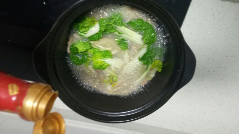 肚丝汤,加入适量生抽。