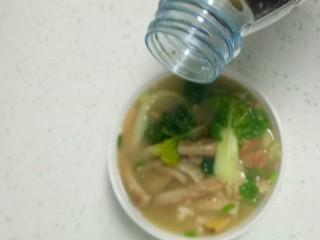 肚丝汤,根据个人口味加入适量醋,少量香油提味。