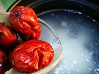 香香糯糯~山药豆养生粥,加入红枣
