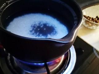 香香糯糯~山药豆养生粥,开火煮制