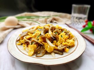 百变鸡蛋+平菇炒鸡蛋