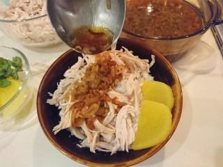 台式雞肉飯,澆上紅蔥雞油淋醬。