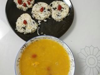 低热量黑芝麻海苔饭团🍙,配上枸杞南瓜粥,绝配