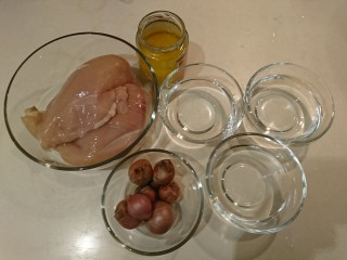 台式雞肉飯,總材料:去骨雞胸肉、紅蔥頭、雞油、水