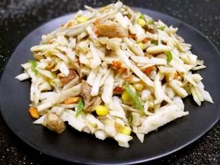 爆炒藕粒青椒肉,出锅装盘,清脆,美味,下饭。