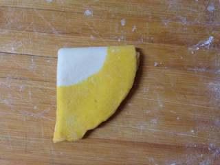 金鱼馒头, 然后对折再对折成扇形