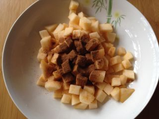 苹果软曲奇,加入肉桂粉拌匀备用