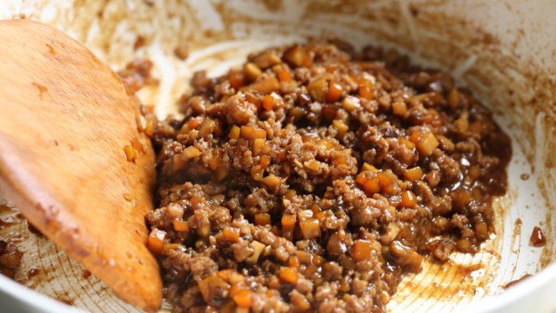 香菇肉酱饭,大火收浓汤汁。