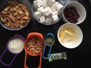 抹茶味雪花酥(内含饼干做法),这是雪花酥准备的材料